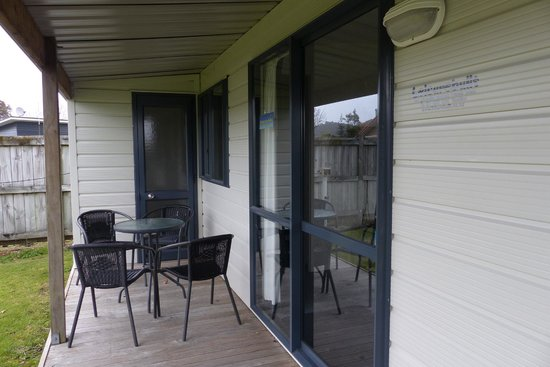 Mercury Bay Holiday Park: Porch area