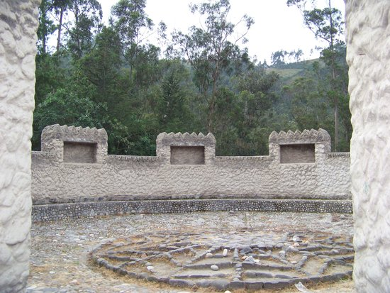 Peguche Waterfall : templo