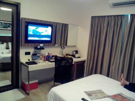 Residency Sarovar Portico: Study, TV, Coffee maker with fridge