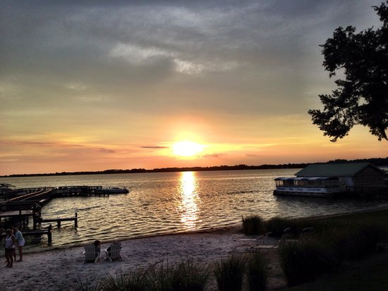 Lakeside Inn: sunset on Lake Dora