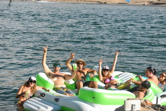 River Lodge Resort: Guests floating on the river!