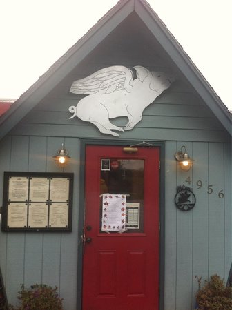 Apple Valley BBQ: So good. Trust the flying pig!
