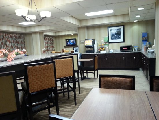 Hampton Inn Huntington / Barboursville: Breakfast area