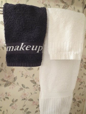 Lamies Inn and The Old Salt Tavern: Make-Up Removal Towel