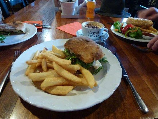 Oaklands Cafe: Best burger (meat was so tender)