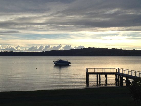 Millennium Hotel and Resort Manuels Taupo: Sunset on Lake Taupo. View from our room