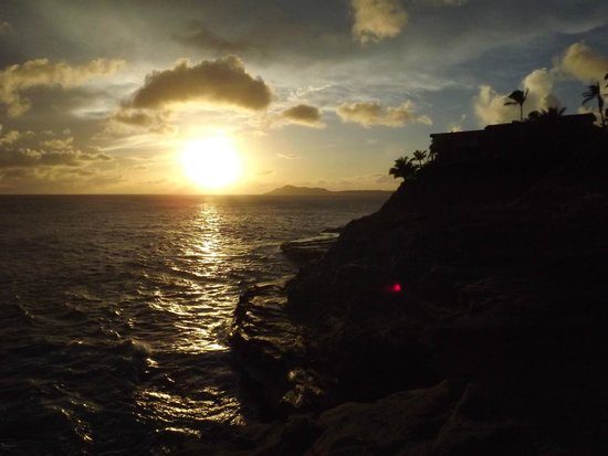 Spitting Cave of Portlock : Sunset at Spitting Cave