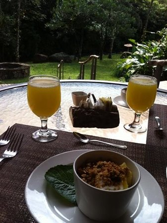 El Silencio Lodge & Spa: desayunando frente al rio
