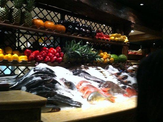 Avra Estiatorio: Fresh Seafood