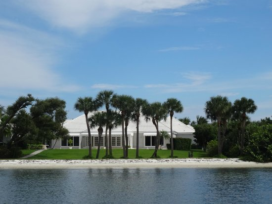 Manatee Queen Excursions: A Modest Home on the Intracoastal