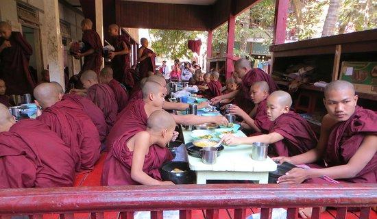 Mahagandayon Monastery: hungry monks