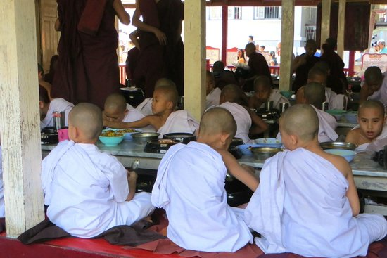 Mahagandayon Monastery: hungry Novice monks