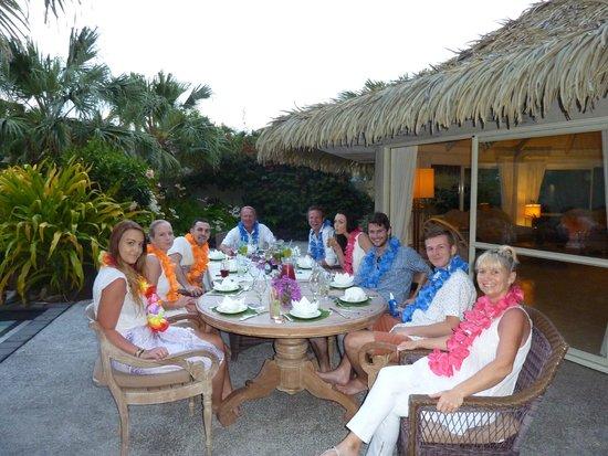 Te Manava Luxury Villas & Spa: DINING IN THE GARDEN IN THE 3 BEDROOM VILLA