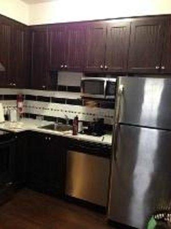 Best Western Pacific Inn : Full Kitchen & appliances full size