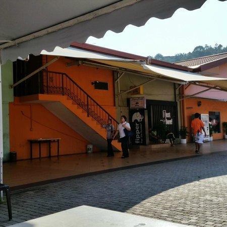 Diverse Borneo: staircase to dive store