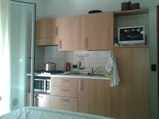 parete cucina attrezzata - Foto di Residence Cigno, Viserbella ...