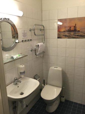 Drottning Victorias Orlogshem: the bathroom
