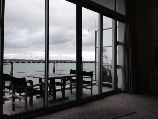 Auckland Waterfront Serviced Apartments : Apartment 2. Looking out to the harbour from the room
