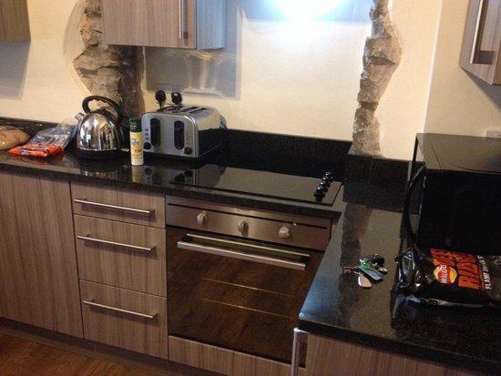 Romneys Apartments: Great kitchen