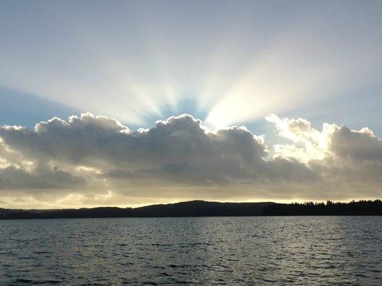 Siltcoos Lake: sunlight through the clouds