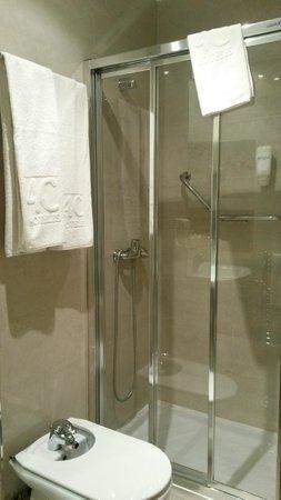 Hotel 4C Puerta Europa: Bathroom