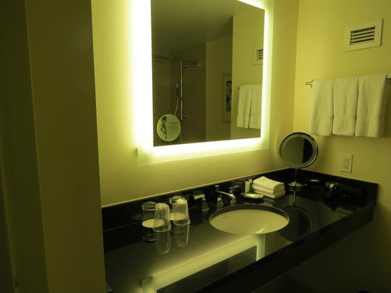 The Westin Boston Waterfront : Bathroom - room 1217