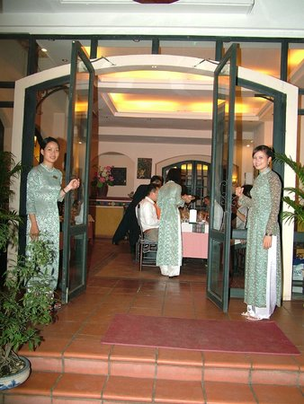 Greeting guest - Picture of Song Ngu Seafood Restaurant, Ho Chi ...