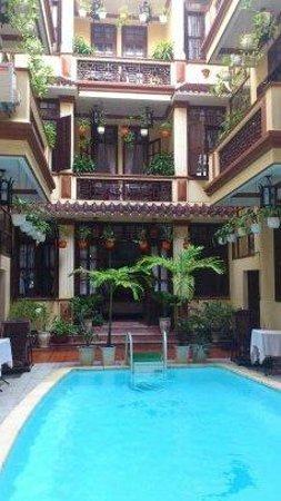 Nhi Nhi Hotel: view from restaurant