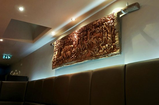 Carabao Thai Restaurant and Steak House: A wonderful wood carving on the wall