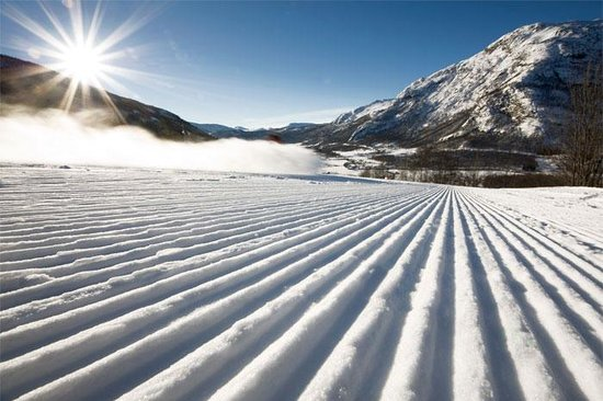 Hemsedal, Norway: The skicenter on the sunny side og the valley