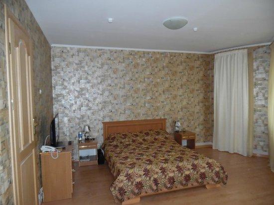 Dom Skazochnika Guest House: Спальня люкса
