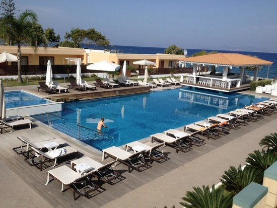 Villa Di Mare Luxury Suites : We had this pool to ourselves - chilly but fab!