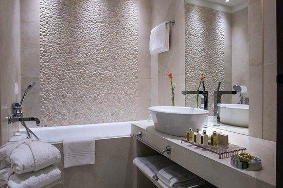 Hotel Ermitage - Evian Resort: Salle de bains
