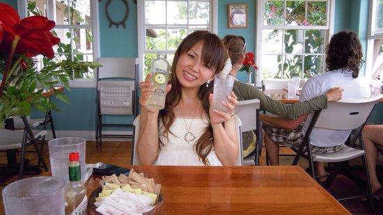 The Coffee Shack: 笑顔でポーズ