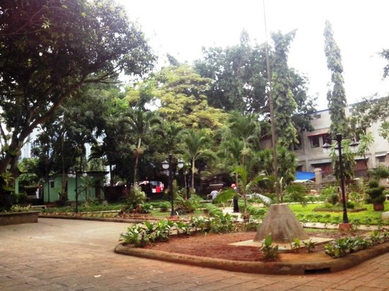 Plaza Cuartel: Inside the plaza