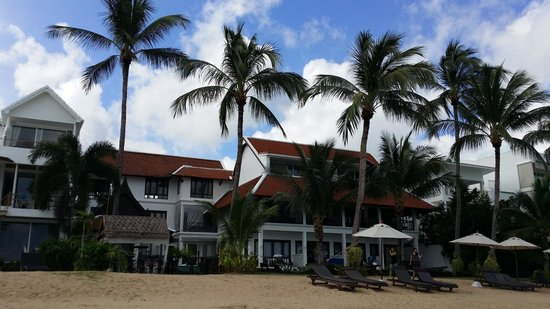 Baan Bophut Beach Hotel: hotel's exterior from the beach