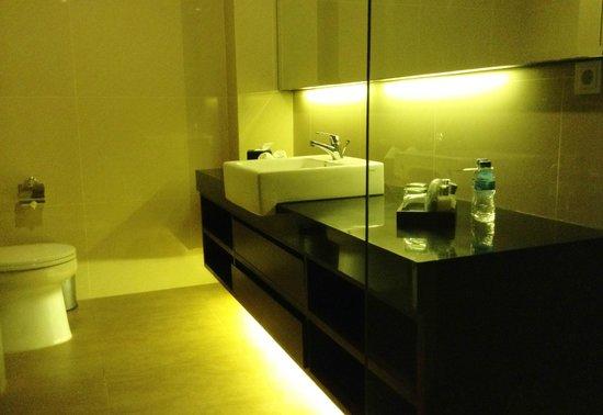 D'Djabu Hotel: Bathroom