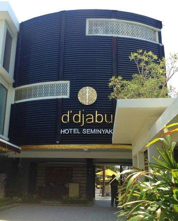 D'Djabu Hotel: Entrance