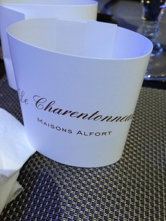 Le Charentonneau: ��