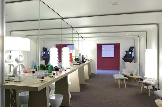 Novotel Avignon Nord : Espace pause réunion