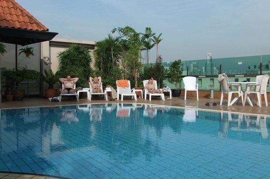 Bayview Hotel Singapore: трезвеем