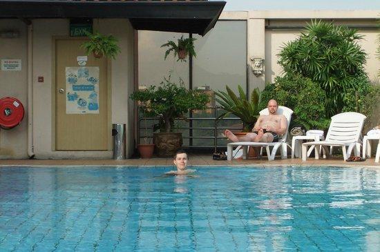 Bayview Hotel Singapore: один из нашей компашки