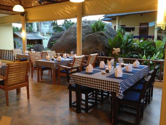 Flower Paradise & Roestiland: Restaurant mit Blick auf das Bungalow