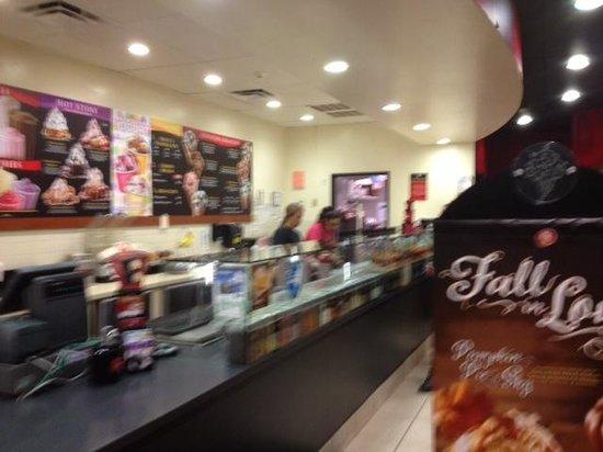 Coldstone Creamery Maple Road: Coldstone Creamery - inside