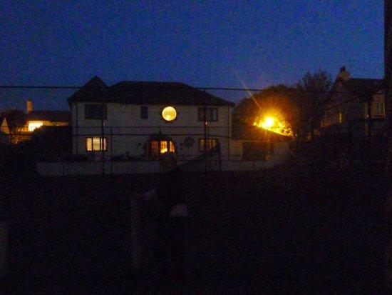 Breagle Glen Bed and Breakfast: Breagle Glen at dusk