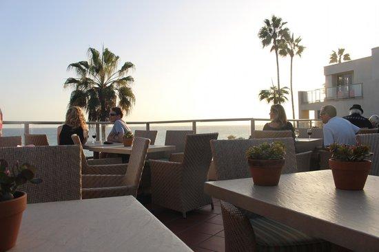 The Inn At Laguna Beach: Complimentary wine at sunset