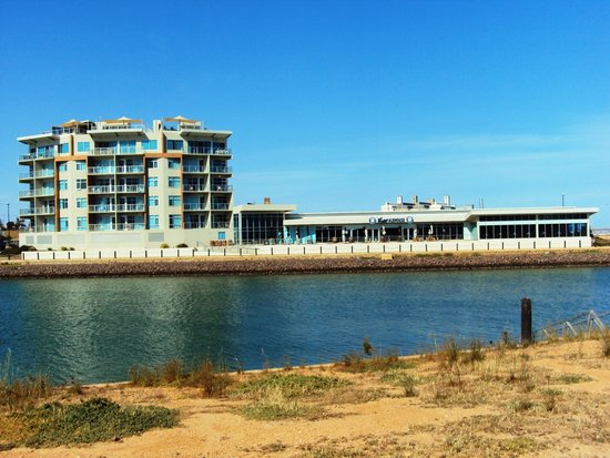 Wallaroo Marina Apartments : Marina Apartments and Ale House
