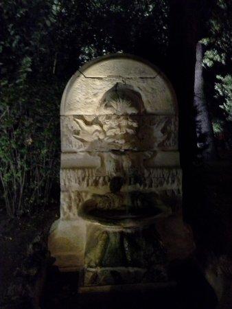 Les Jardins de la Vieille Fontaine: fontaine