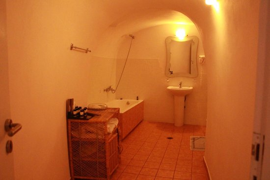 Delfini : Bathroom of the Cave house Apartment