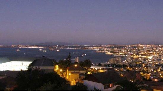 Ultramar Hotel: Visão da noite em Valparaíso